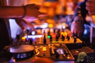 Stimmungs DJ Berlin Brandenburg Mecklenburg-Vorpommern Sachsen Sachsen-Anhalt Niedersachsen Hochzeit Geburtstag Silberhochzeit Firmenfeier Silvester Abiball Jugendweihe Schuetzenfest Karneval Schlager ü30 ü40 ü50 80er 90er